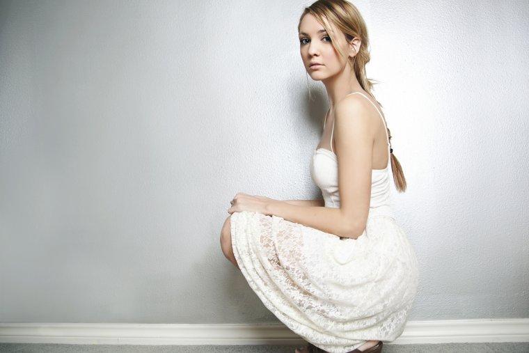 Роскошные блондинки в белых платьях: любуемся 5