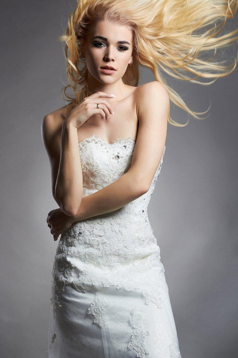 Роскошные блондинки в белых платьях: любуемся 6
