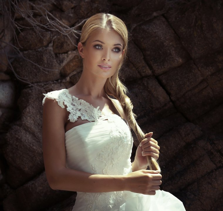 Роскошные блондинки в белых платьях: любуемся 11