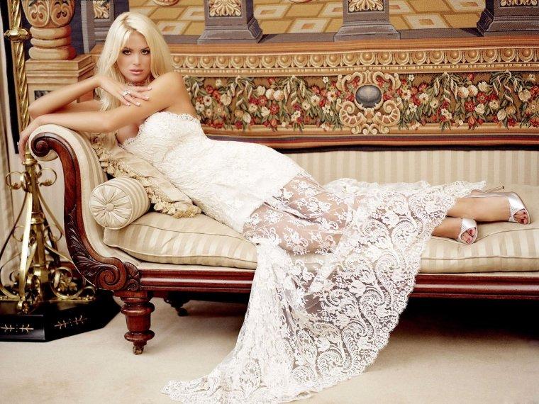 Роскошные блондинки в белых платьях: любуемся 15