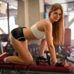 Девушки в коротких спортивных шортиках демонстрируют свои попки 5