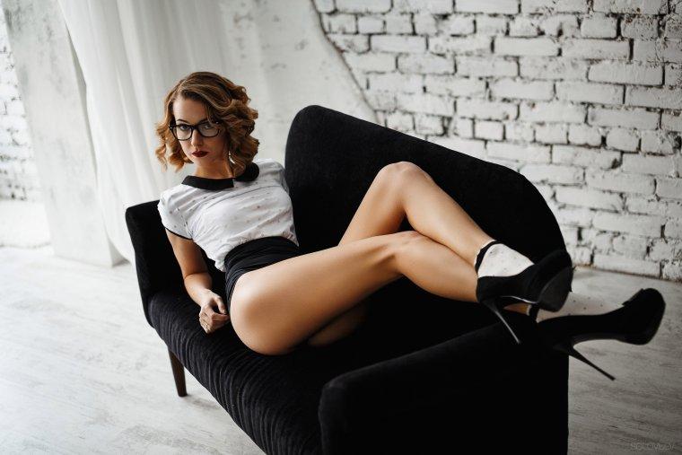 Очень сексуальные девушки в очках демонстрируют свое тело 1