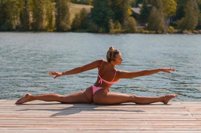 Хлоя Терэ (Khloe Terae) - горячая канадская бикини модель любит заниматься йогой 3