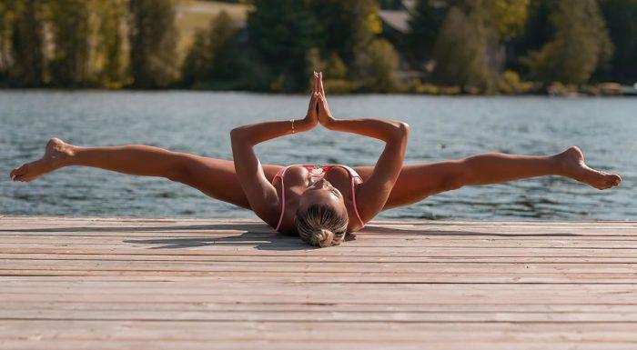 Хлоя Терэ (Khloe Terae) – горячая канадская бикини модель любит заниматься йогой