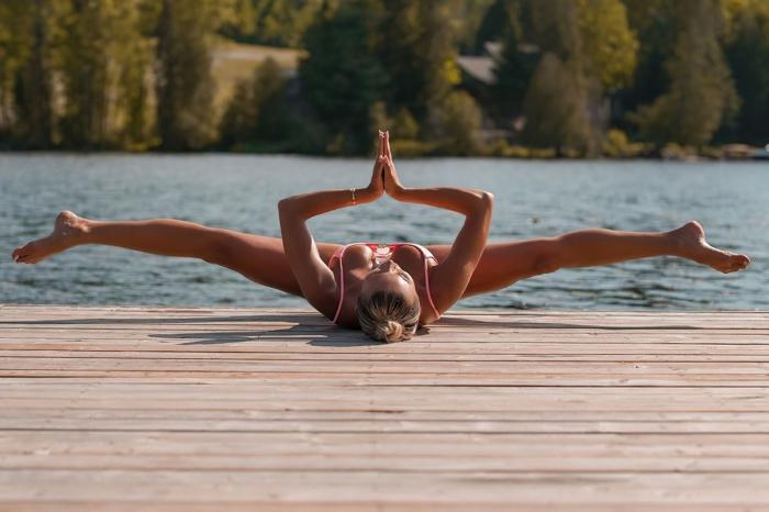Хлоя Терэ (Khloe Terae) - горячая канадская бикини модель любит заниматься йогой 9