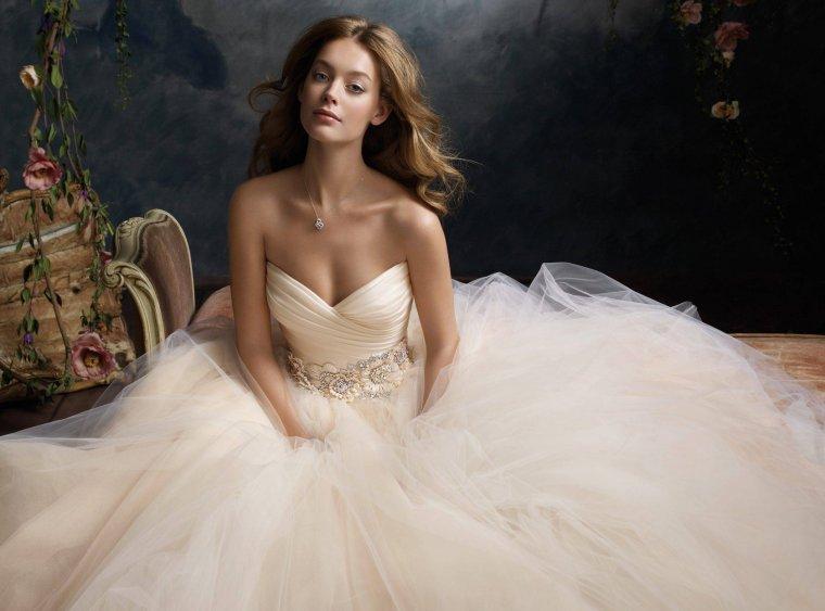 Красотки в свадебных платьях: захотелось? 3