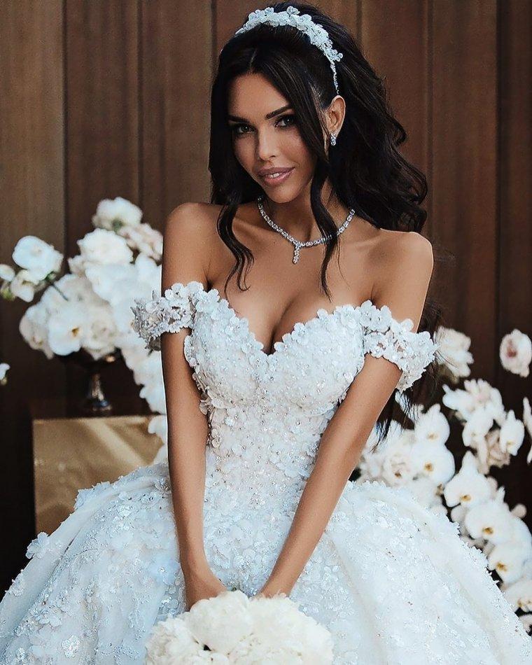 Красотки в свадебных платьях: захотелось? 10