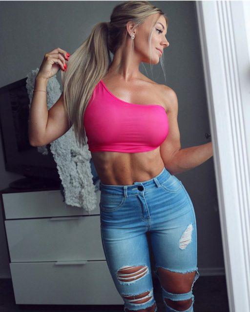 ФОТО: Спортивные куколки в обтягивающих джинсах 6