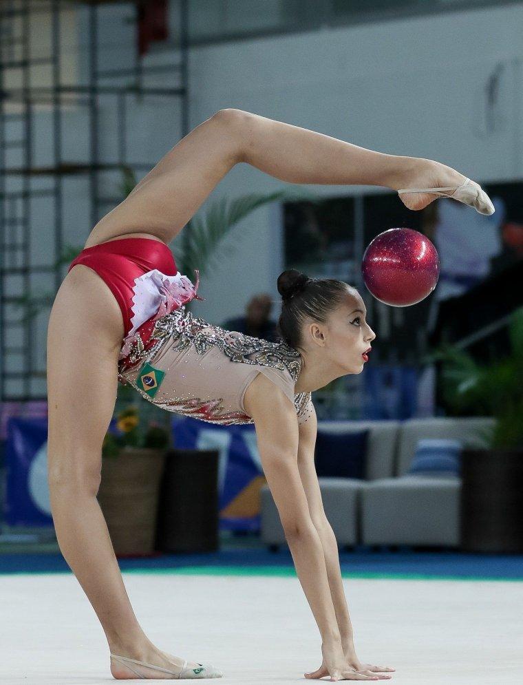 Фото красивых гимнасток: гибкие и талантливые 12