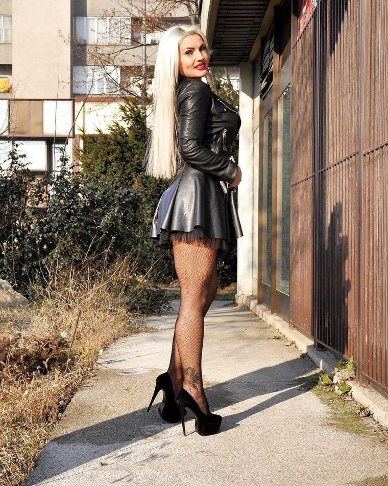 Красавицы блондинки на высоких каблуках: эффектные фото 3