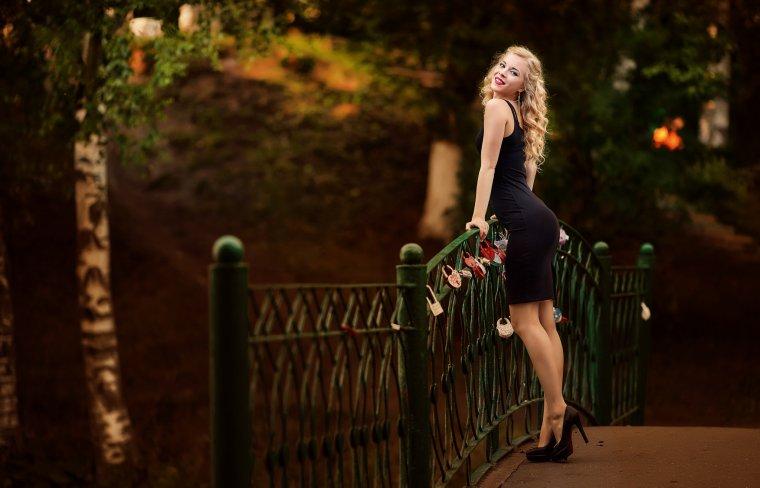 Красавицы блондинки на высоких каблуках: эффектные фото 4