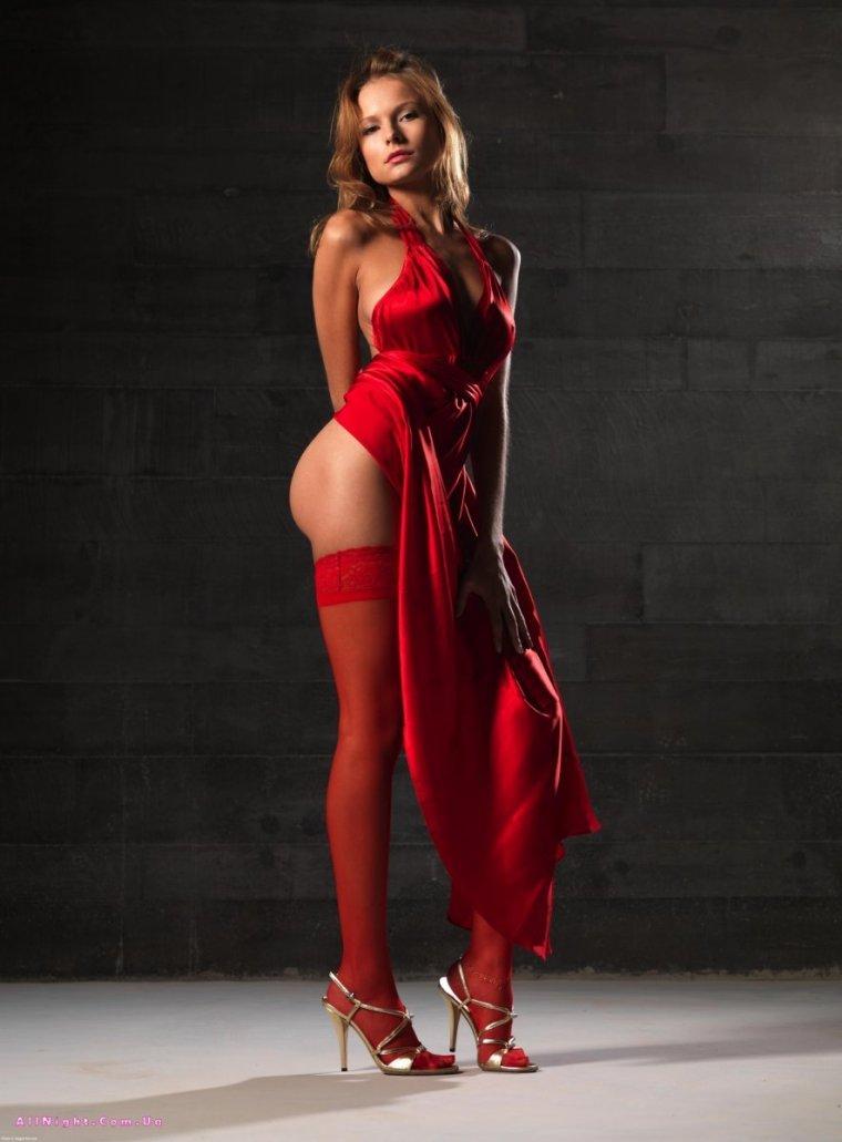 Фото девушек в красных чулках: шикарные и страстные 3