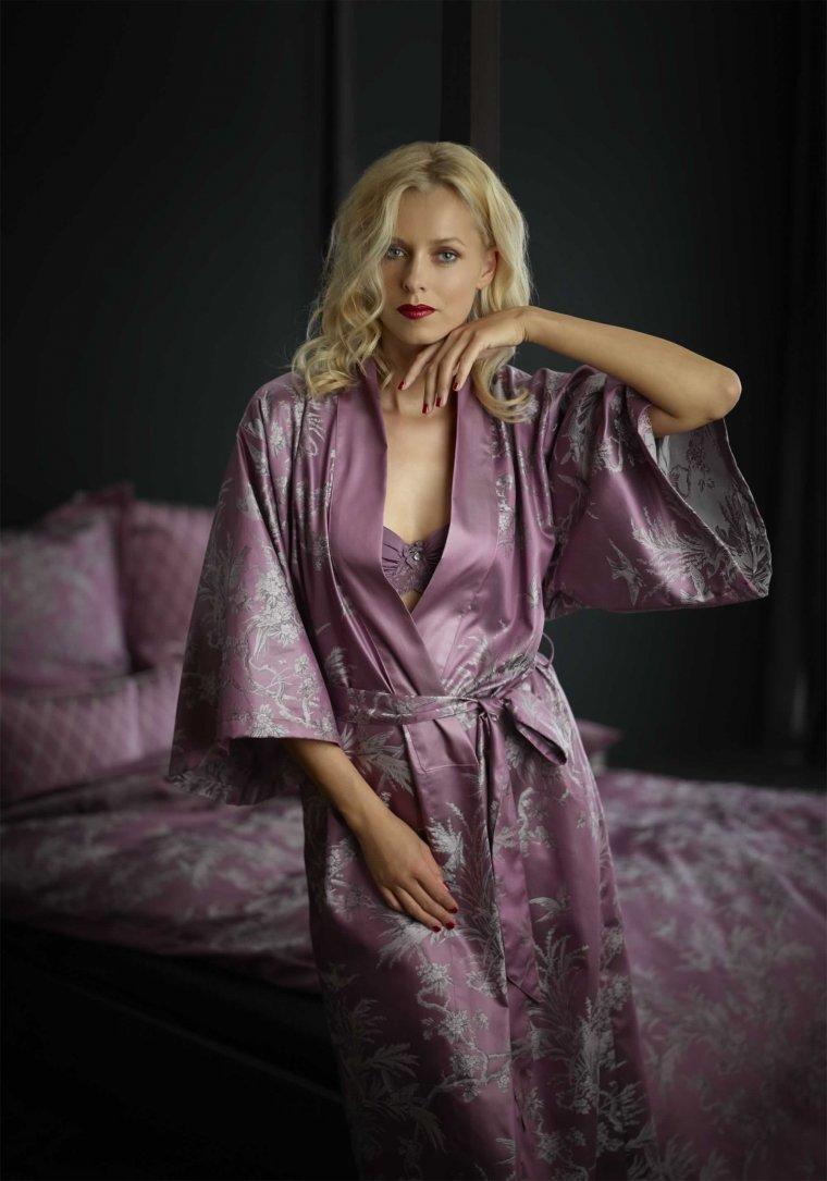 Фото девушек в сексуальных халатиках: романтичные красотки 5