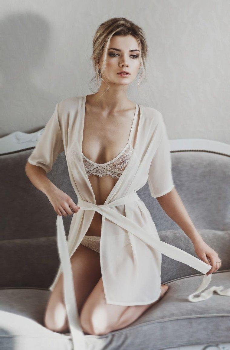 Фото девушек в сексуальных халатиках: романтичные красотки 13