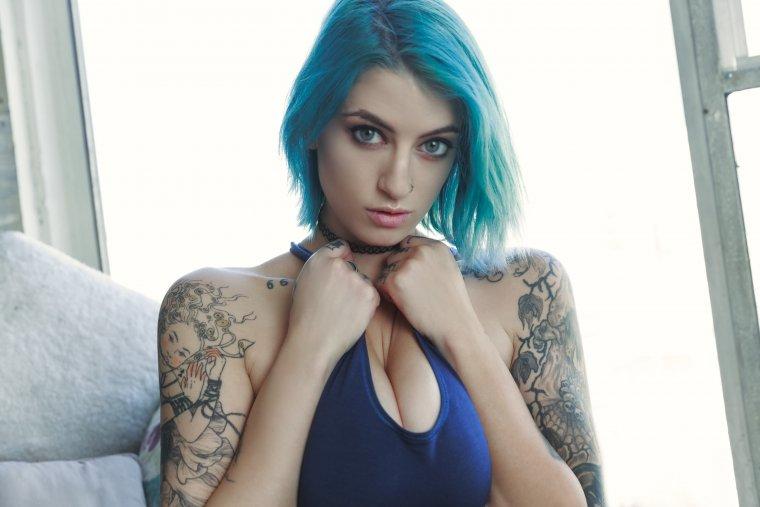 Волшебные девушки с синими волосами: у них свой стиль 1