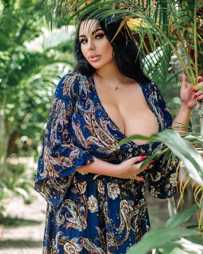 Анастасия Бертье - россиянка с огромной грудью 3