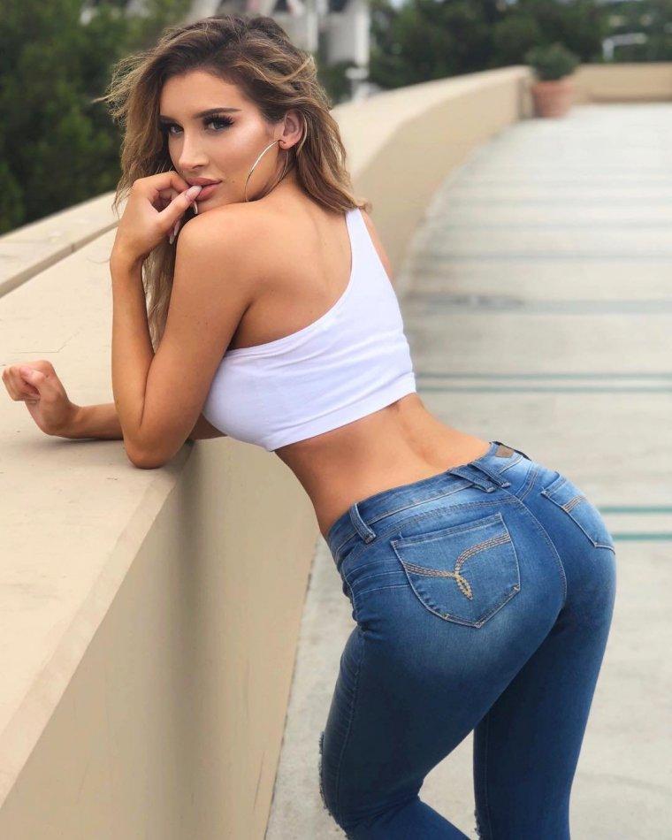 """Фигуристые девушки в джинсах в обтяжку: """"лялечки"""" 1"""