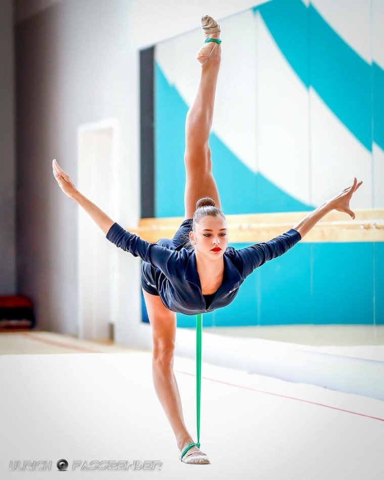 Фото красивых гимнасток: гибкие и талантливые 11