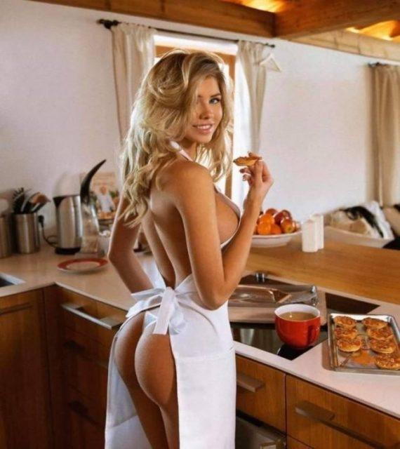 Соблазнительные девушки на кухне или горячие домохозяйки 1