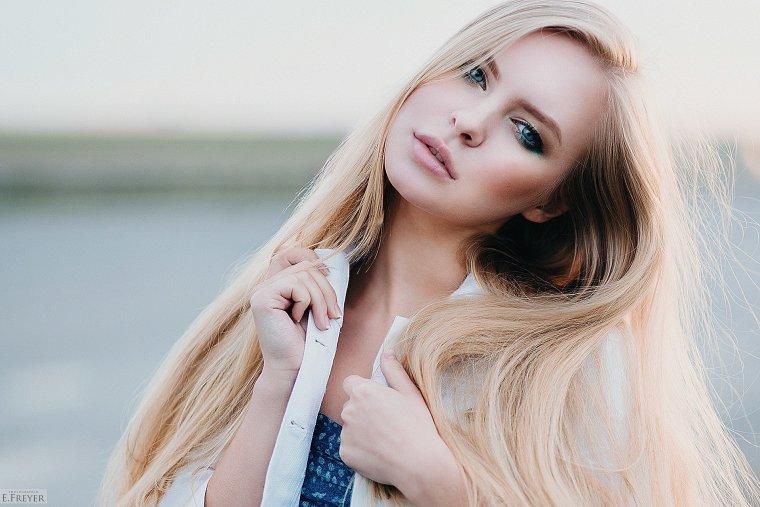 Блондинки с очень длинными волосами (16 фото) 10