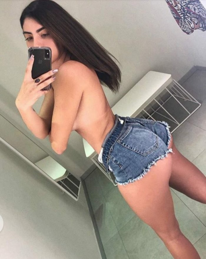 Девушки в коротких джинсовых шортиках: горячие фото 7