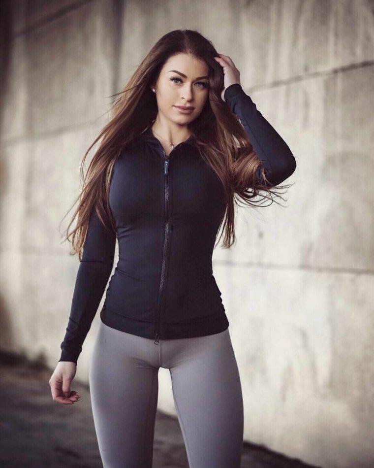 Девушки в трениках: одежда для фитнеса - это сексуально! 11