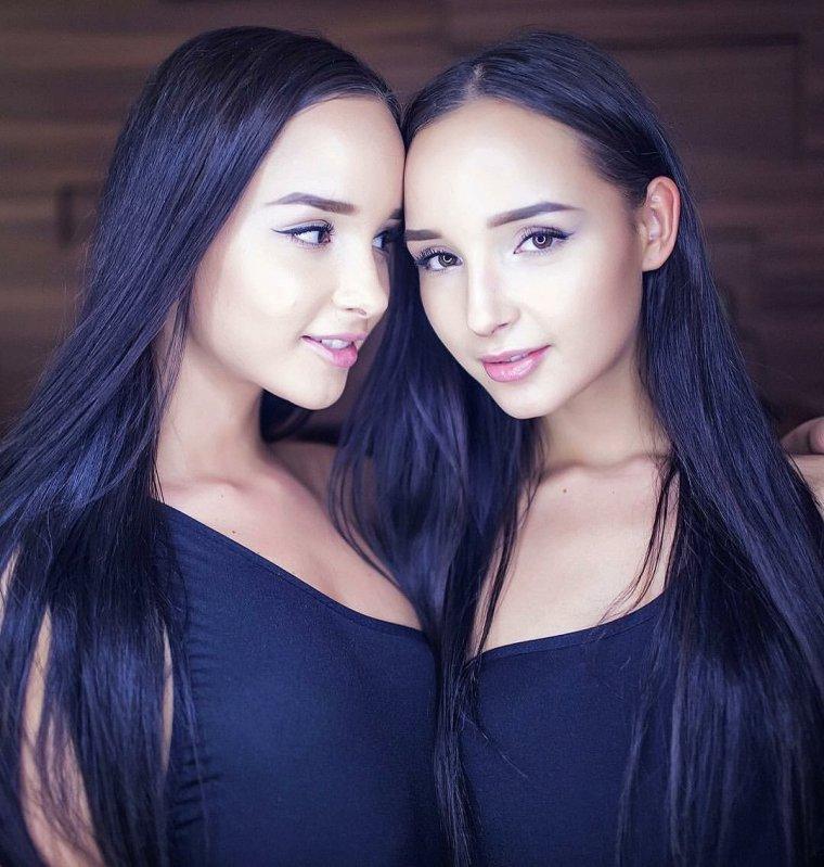 Фото красивых близняшек: сестры милашки 9
