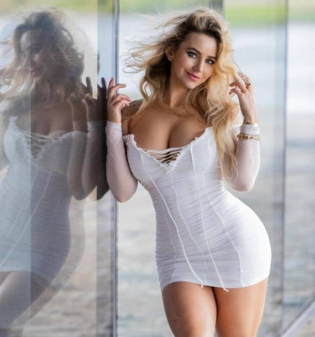 Худые девушки с большой грудью в обтягивающих платьях (21 фото) 2