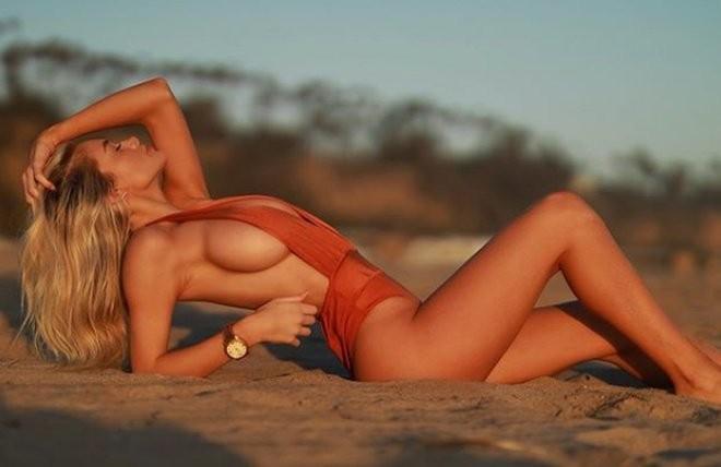 Ханна Палмер - горячие фото блондинки в красном 4