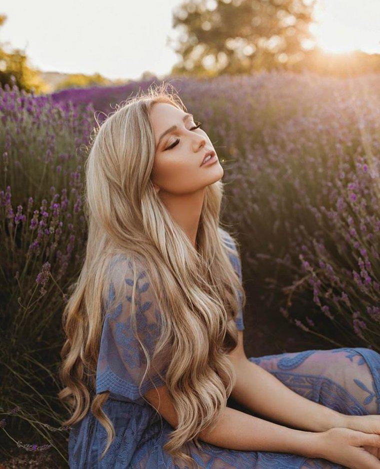 Блондинки с очень длинными волосами (16 фото) 8