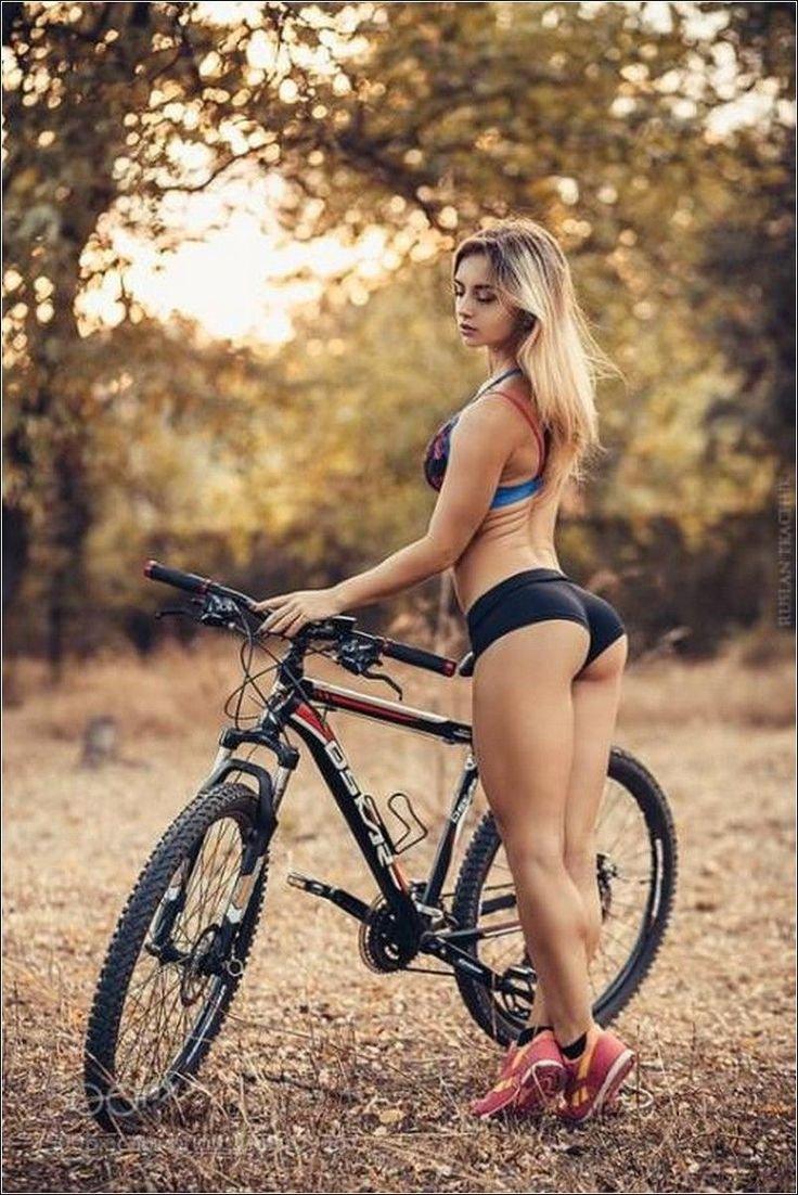 Девушки на велосипедах в коротких шортиках (18 фото) 8
