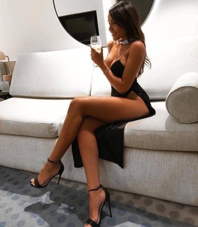 Девушки с красивыми длинными ногами: горячие фото 23