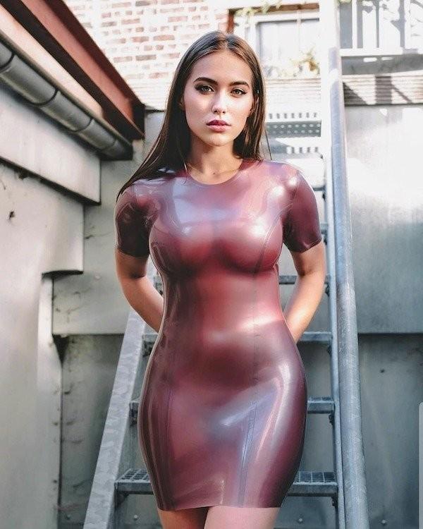 Худые девушки с большой грудью в обтягивающих платьях (21 фото) 9