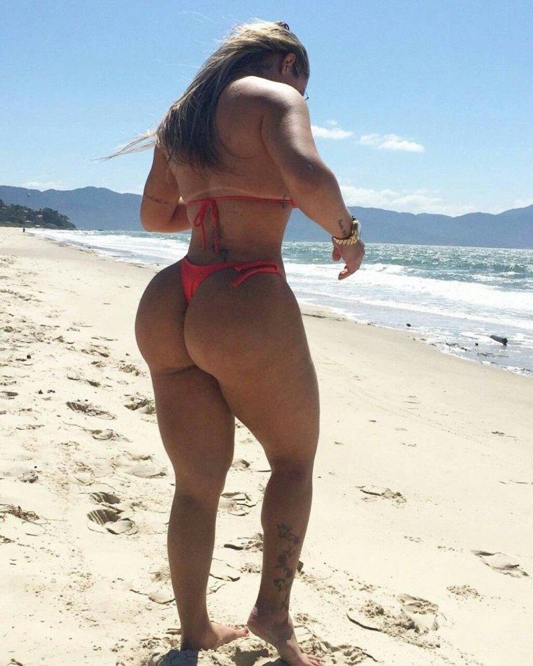 Женщины с большими попами: или огромными? 1