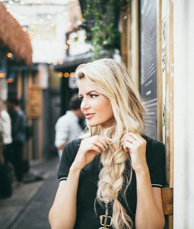 Блондинки с очень длинными волосами (16 фото) 14