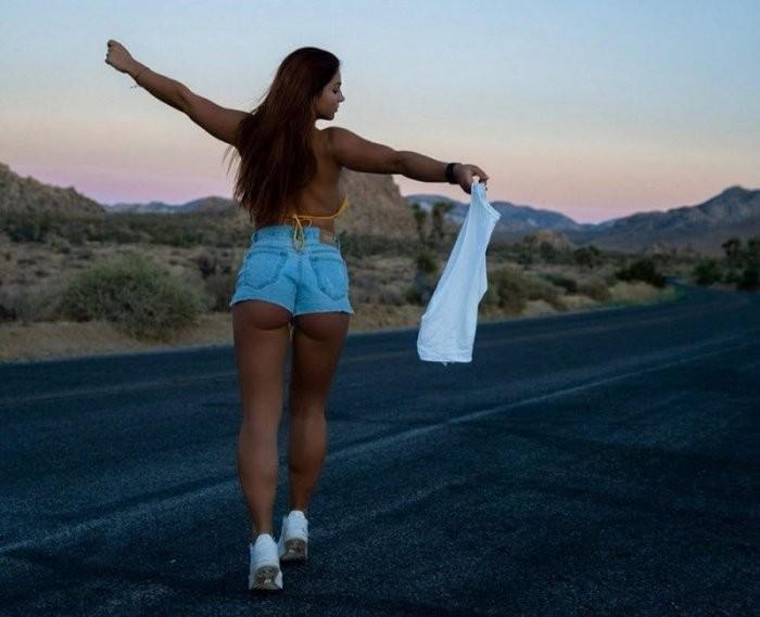 Девушки в коротких джинсовых шортиках: горячие фото 12