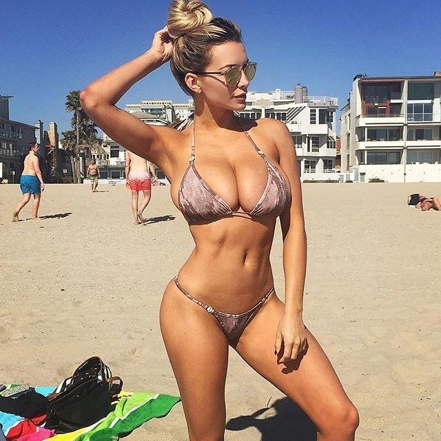 Линдси Пелас (Lindsey Pelas) - сексуальная американка с 8-м размером груди 7