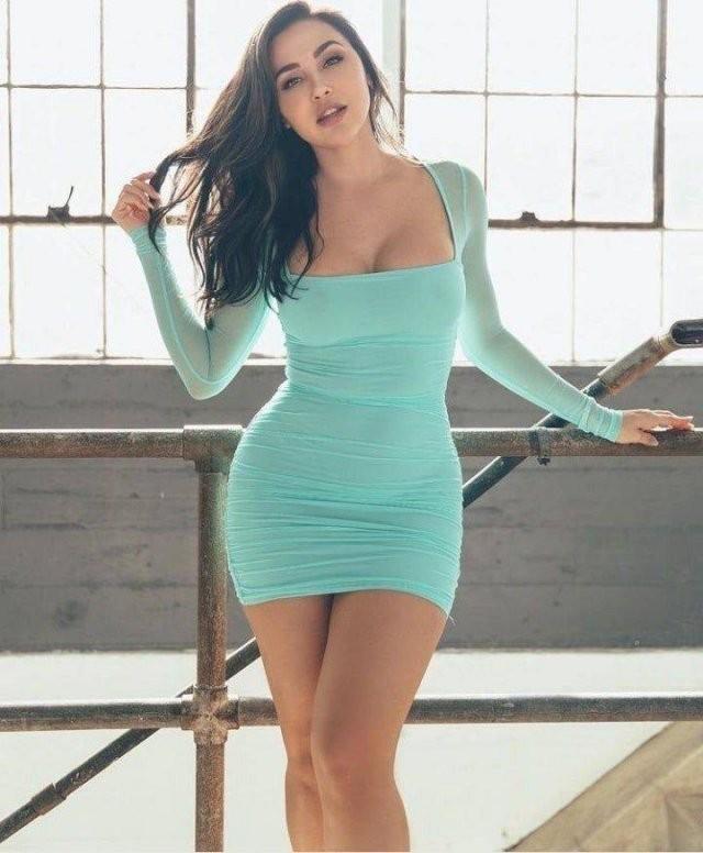 Худые девушки с большой грудью в обтягивающих платьях (21 фото) 11