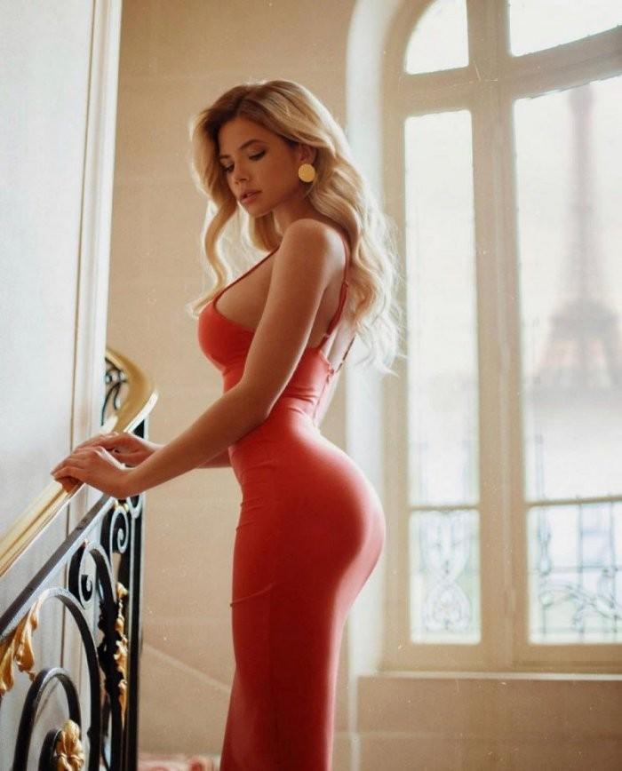Шикарные красотки в розовых и красных мини платьях 8