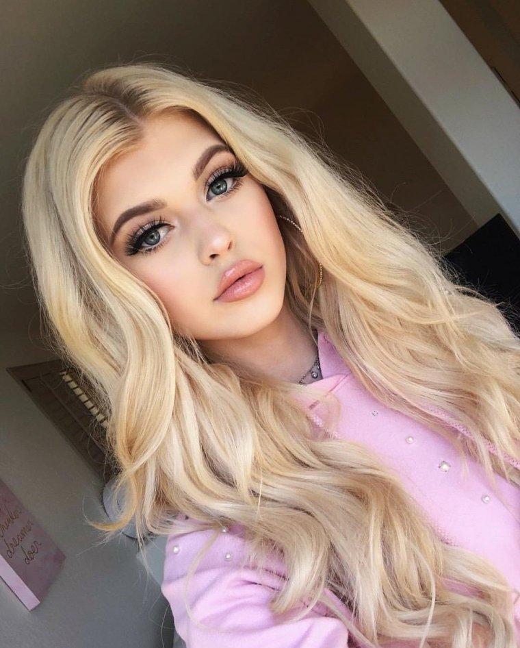 Блондинки с очень длинными волосами (16 фото) 12