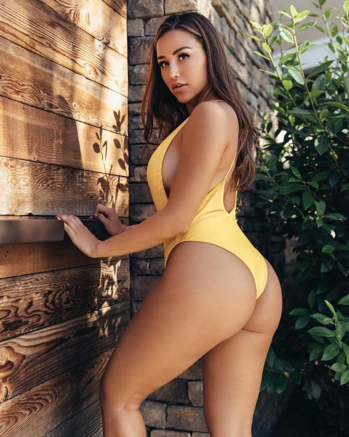 Узкая талия и широкие бедра - горячие фото сексуальных девушек 10
