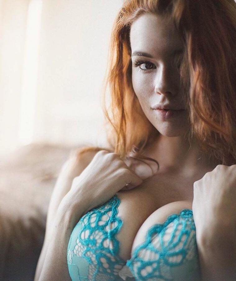 Рыжие девушки с большой грудью: сочные и яркие 20