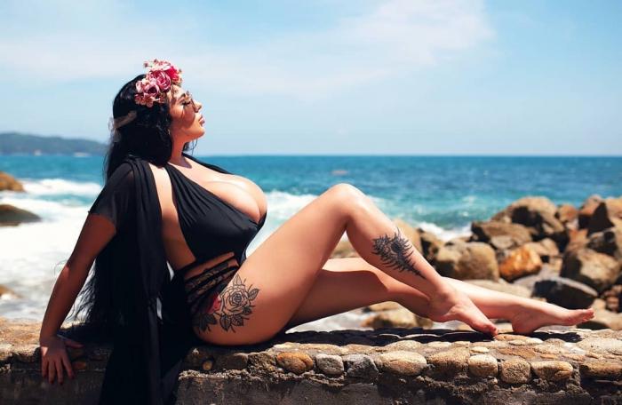 Анастасия Бертье - россиянка с огромной грудью 12