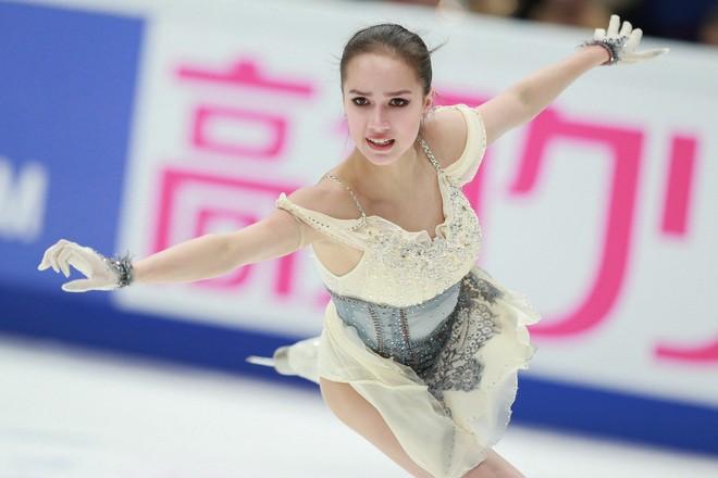 Самые горячие фото Алины Загитовой на льду 2