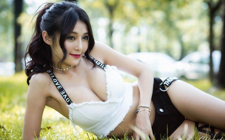 Азиатки с большой грудью - Фото грудастых девушек из Азии 11