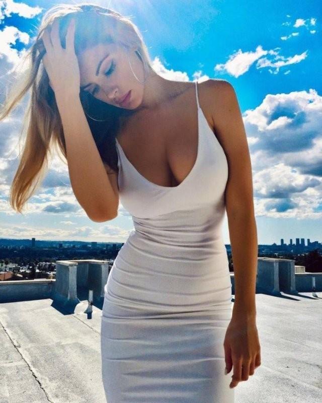 Худые девушки с большой грудью в обтягивающих платьях (21 фото) 13