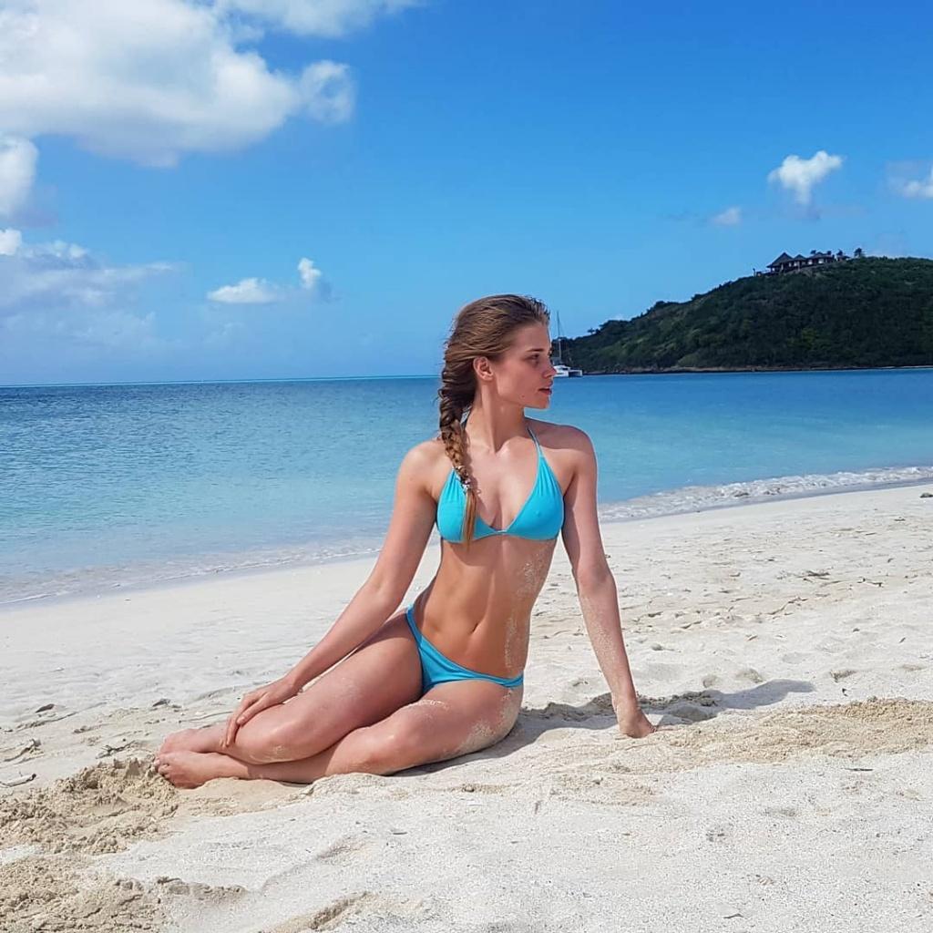 Самые горячие фото Алины Ланиной: в купальнике и нижнем белье 2