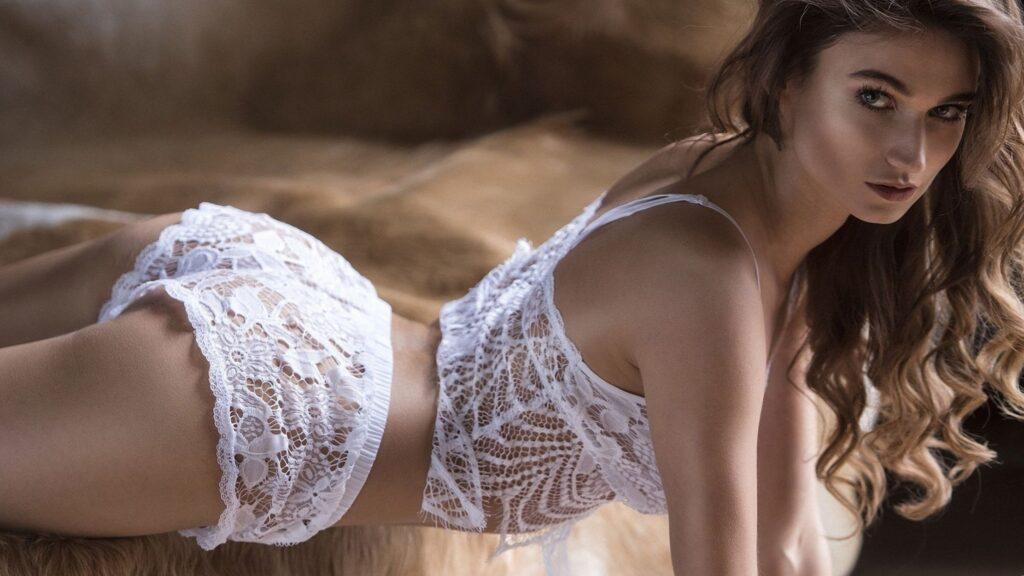 Красивые девушки в дорогом нижнем белье: самые сексуальные наряды 12