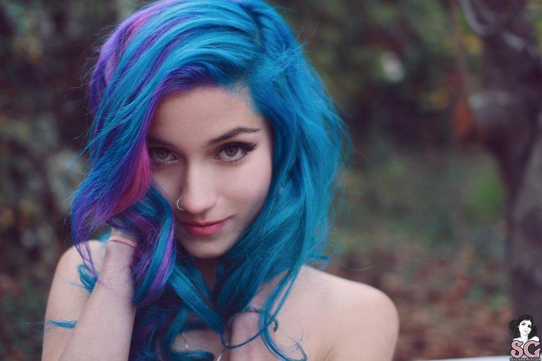 Волшебные девушки с синими волосами: у них свой стиль 3
