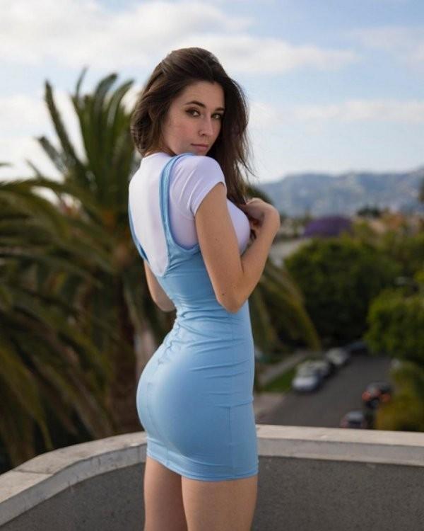Красивые девушки в синих и голубых платьях: они очаровательны 2